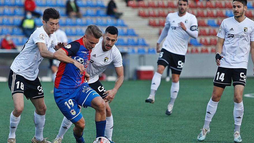 El líder asalta Ganzábal: El Burgos gana 1-2 al Langreo