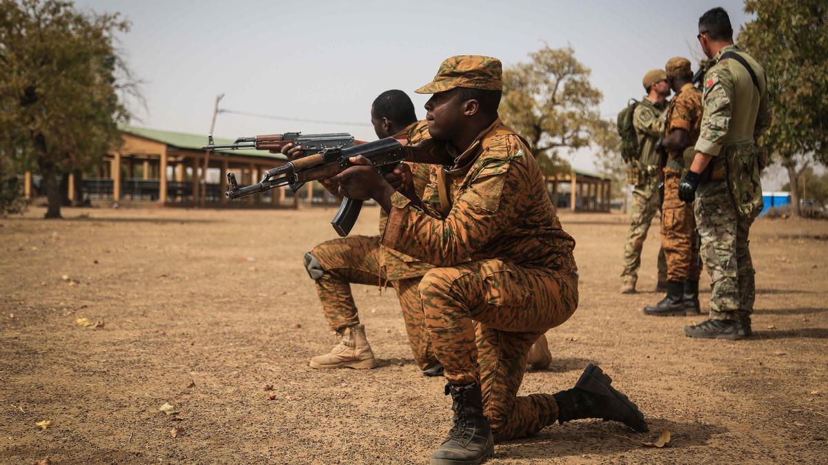Imagen de archivo de varios militares de Burkina Faso.