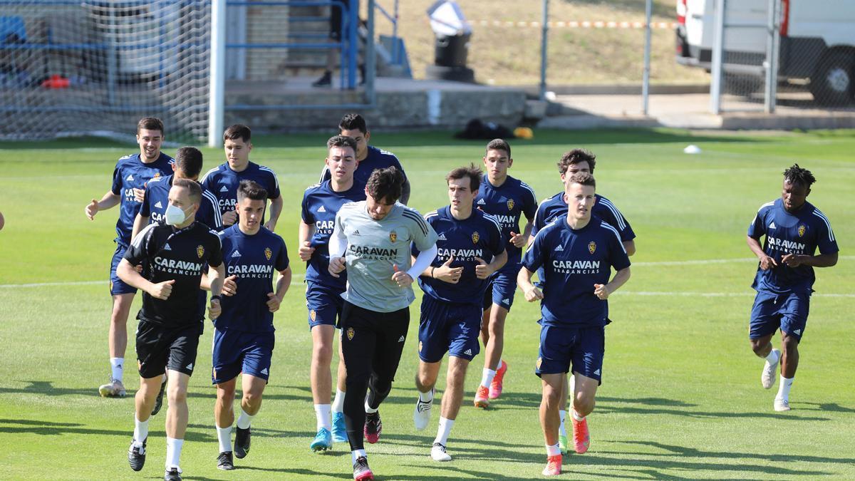 Varios jugadores zaragocistas, durante un entrenamiento en la pasada temporada.