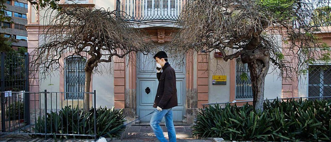 El coronavirus mantiene cerrado el palacete de Monforte de València.