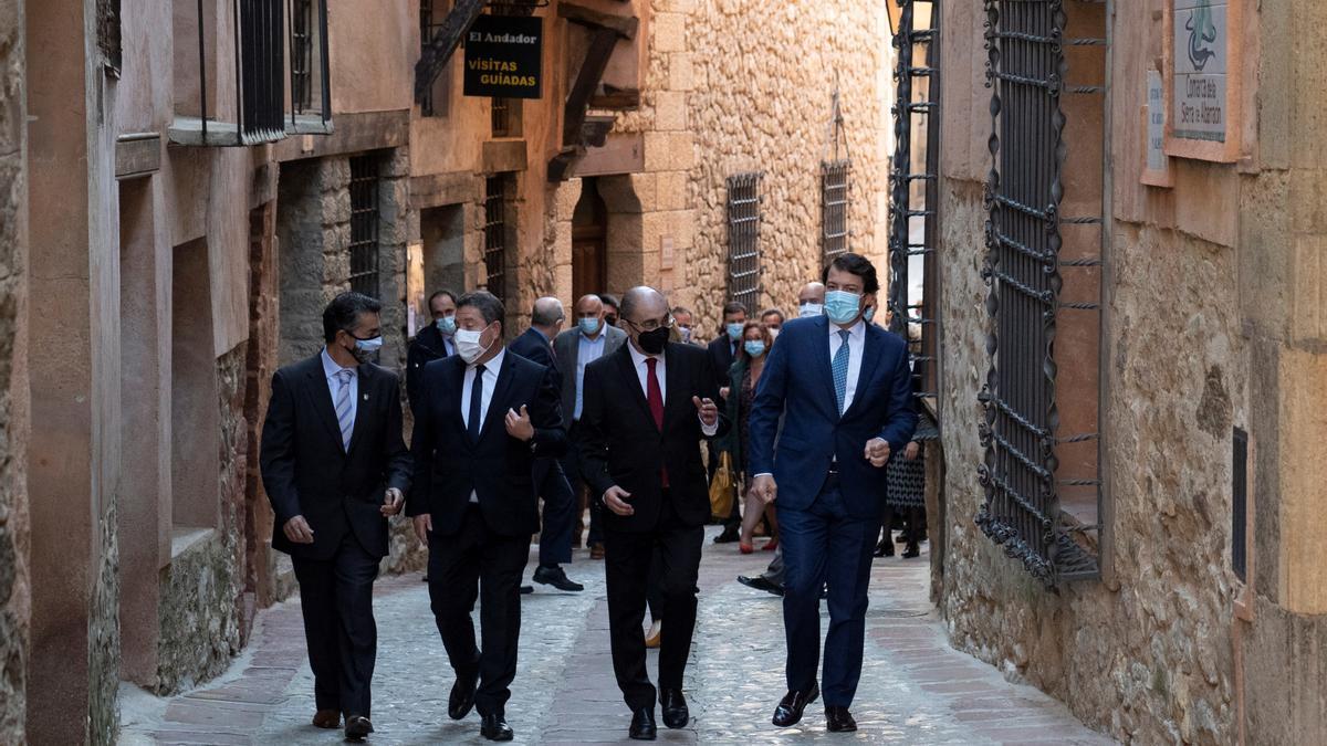 García Page, Lambán y Fernández Mañueco han mantenido un encuentro institucional en Albarracín para avanzar en la lucha contra la despoblación.