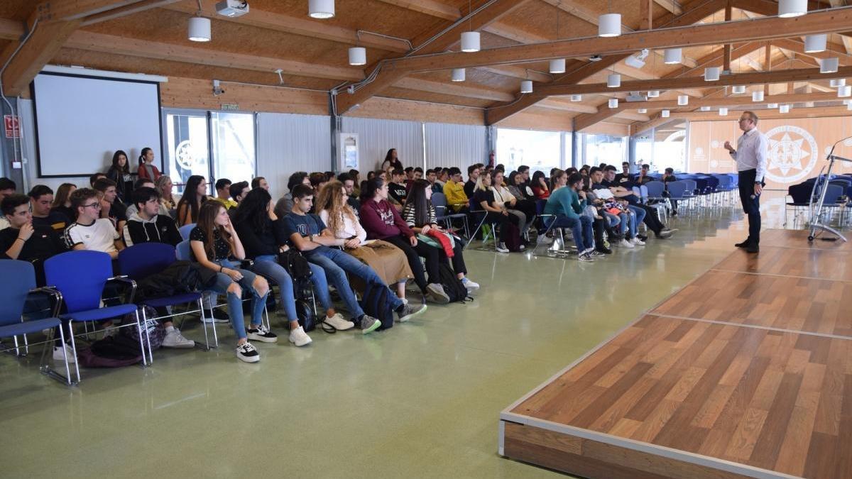 Alumnos de Bachiller visitan la UPCT en una imagen de archivo