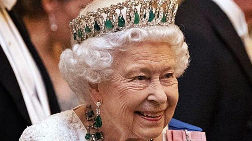 La Reina de Inglaterra saca a la venta su propia ginebra