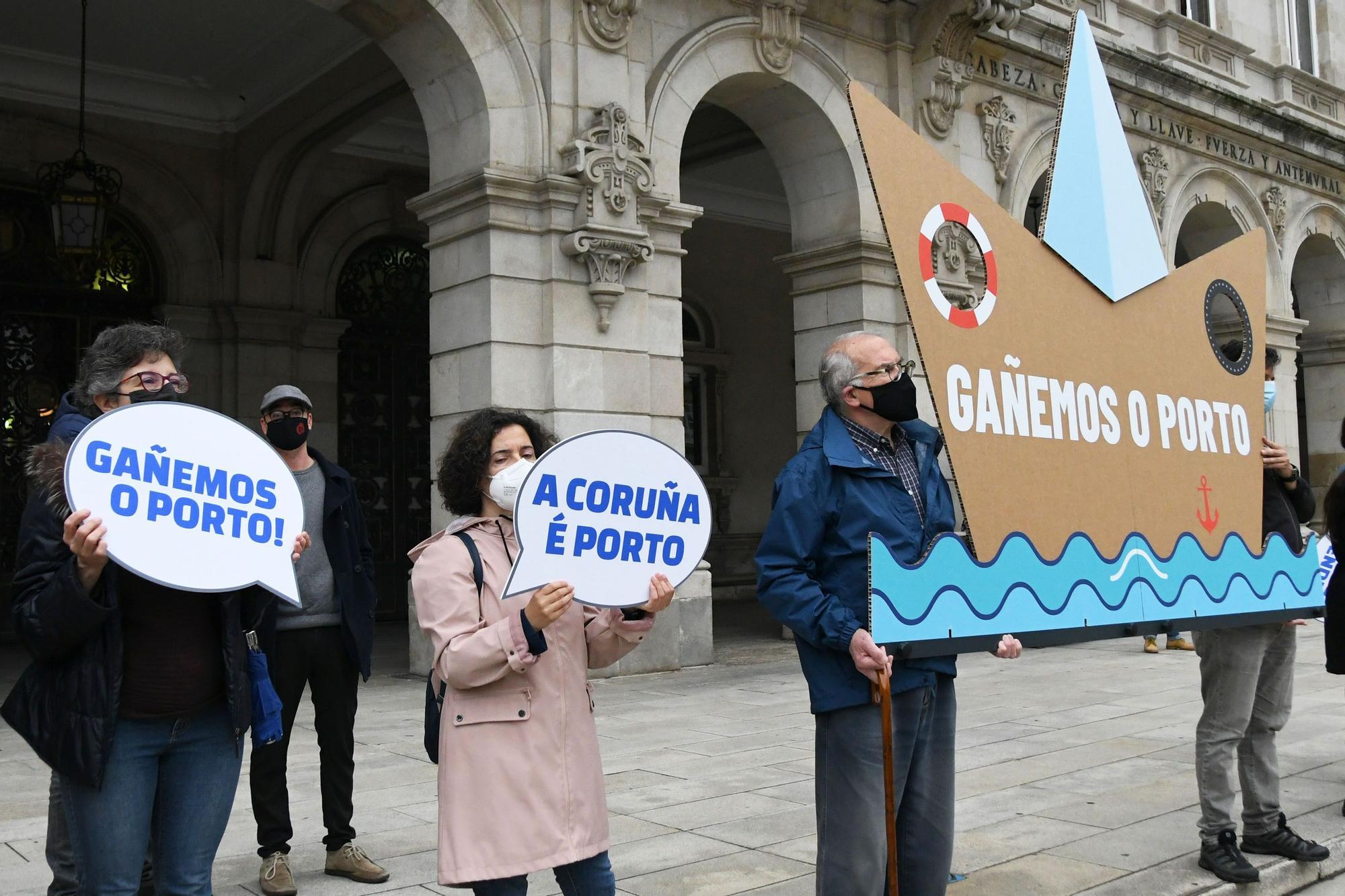 Concentración de Defensa do Común por la reunión sobre el Puerto de A Coruña
