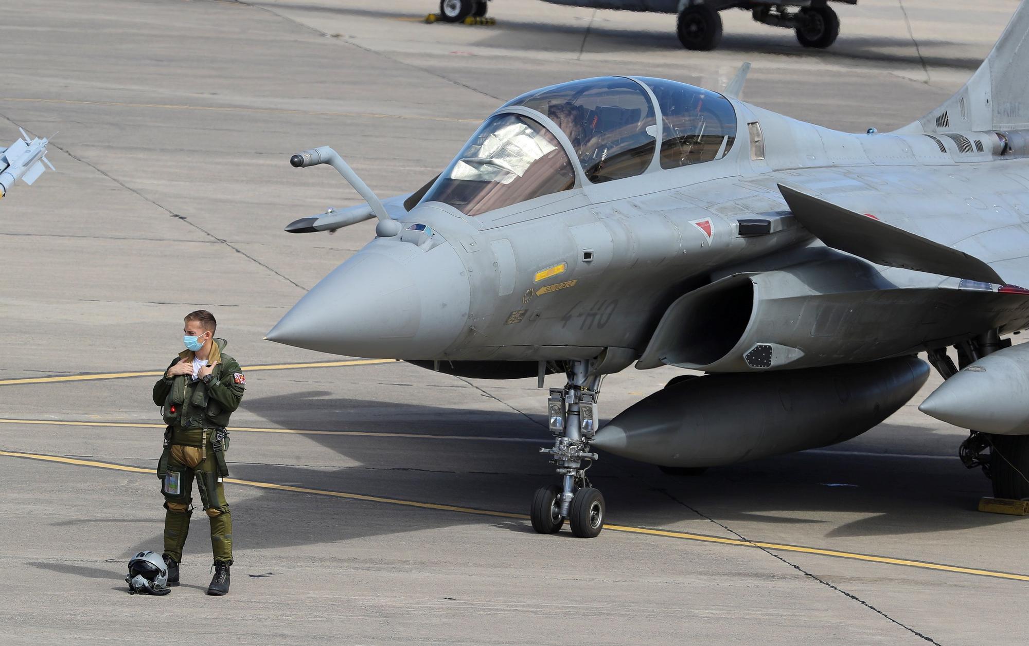 La Fuerza Aérea Francesa prueba su nuevo armamento en Canarias
