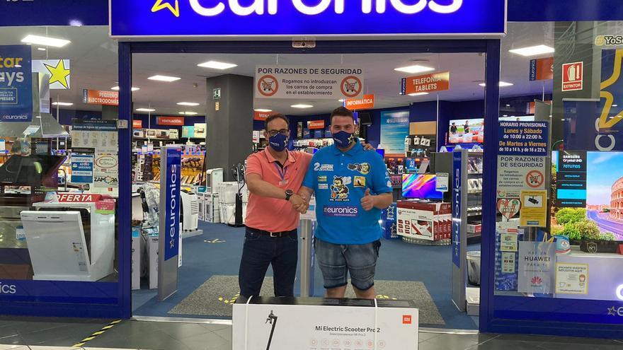 Euronics refuerza su apoyo al piloto Omar Cadenas