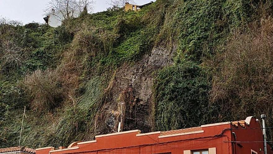 Un desprendimiento daña el tejado de la cetárea del puerto de Lastres