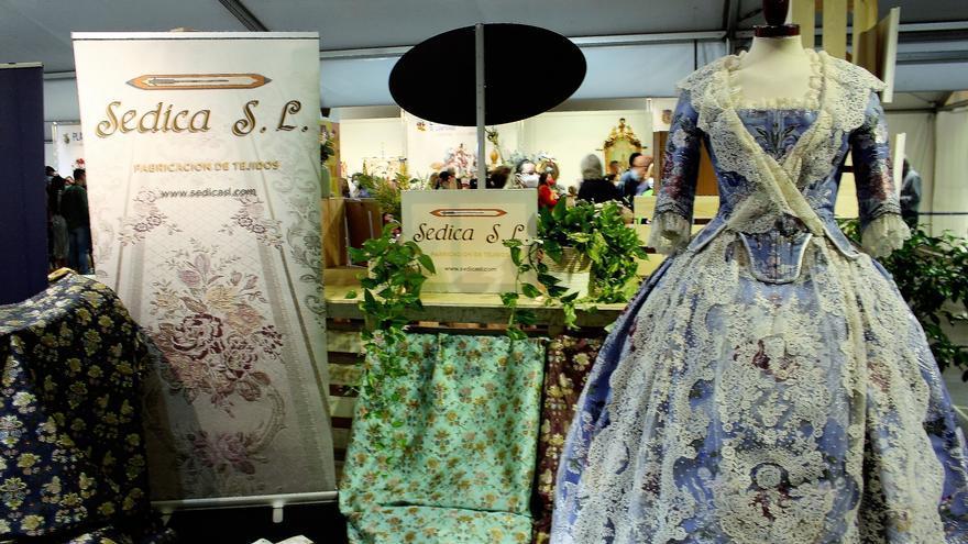 La indumentaria tradicional se exhibe con las Fallas de Especial