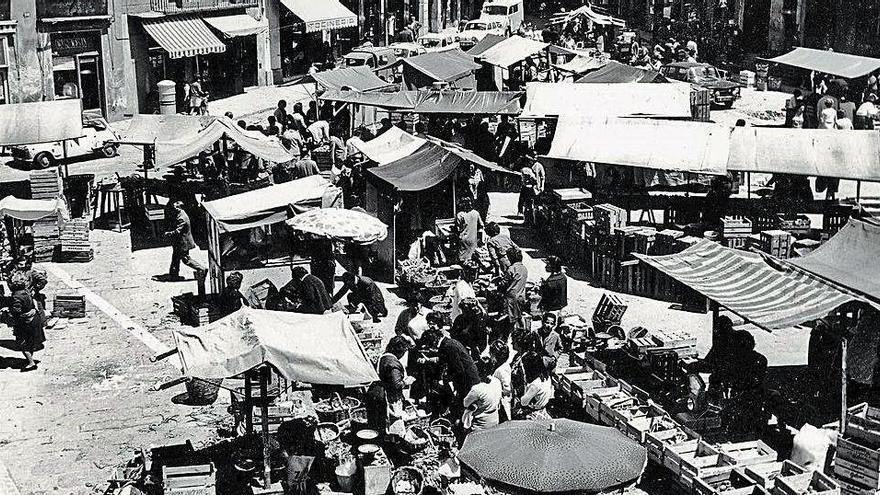 La plaça Major va començar a tenir mercat a l'edat mitjana, amb dret de barra inclòs
