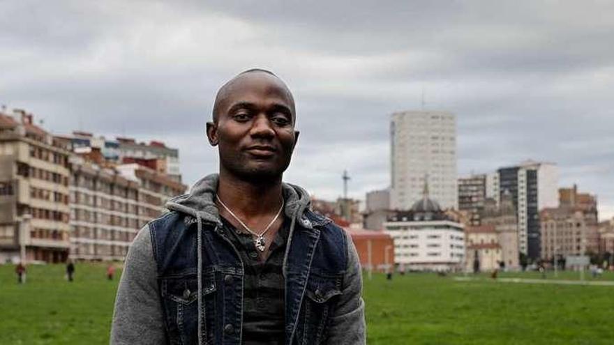 """""""En Asturias me siento integrado, me saludan, y eso no se hace a un cabrón, sea africano o alemán"""""""