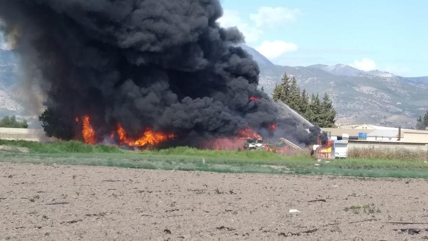 Arde un secadero de pimientos en Alhama de Murcia