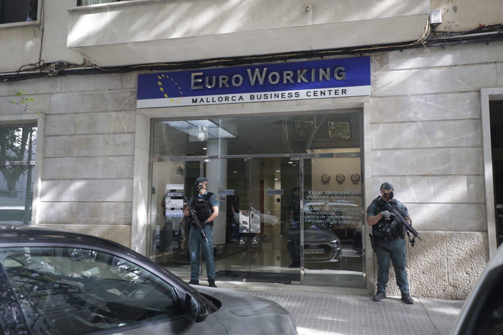 Gran operación de la Guardia Civil en Palma contra una red de estafadores internacionales