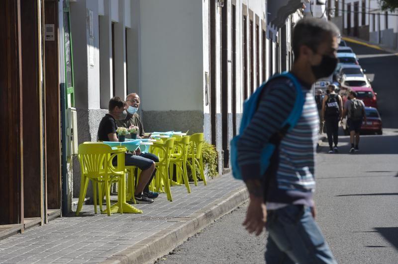Ambiente en las terrazas en Agaete