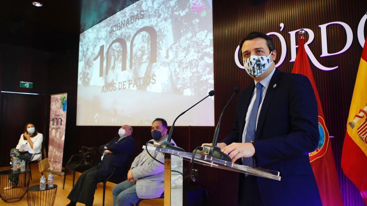 José María Bellido, durante su intervención en las jornadas '100 años de patios de Córdoba?