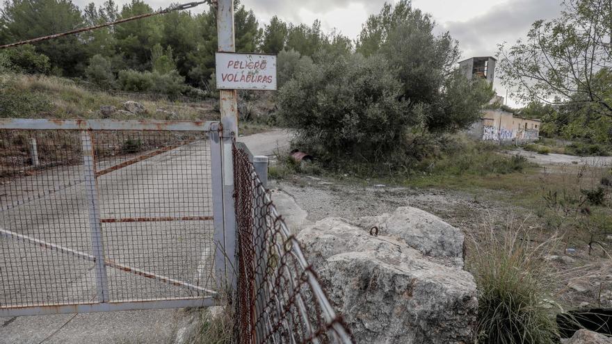Los vecinos piden participar en la vigilancia de la restauración de la cantera de Establiments