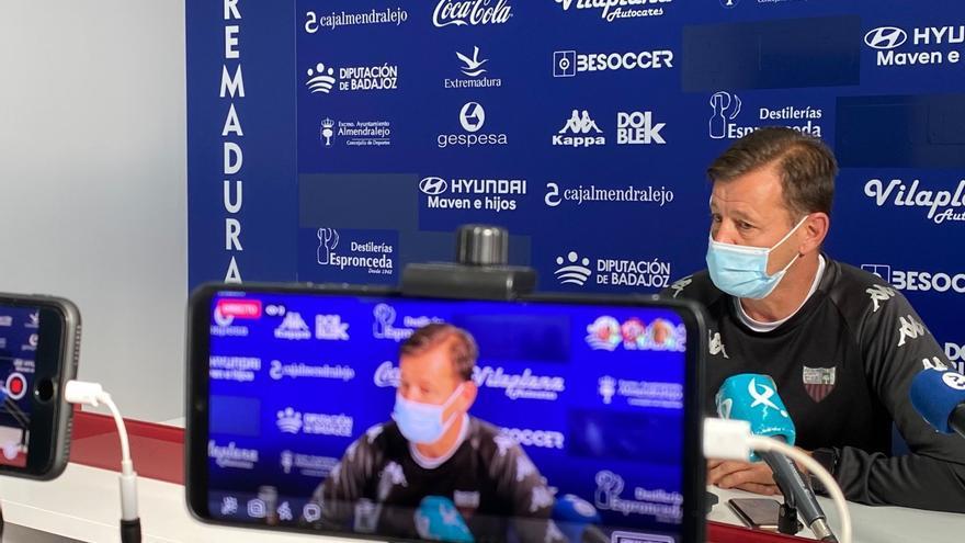 """Manuel reclama al Extremadura estar en """"alerta"""" para poder ganarle al Dux"""