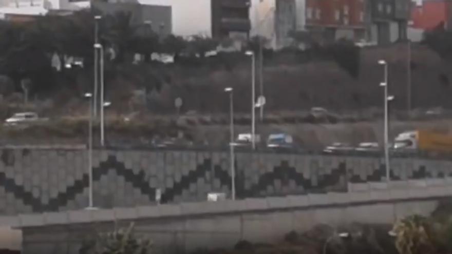 El accidente en la Circunvalación en el que volcó un vehículo generó largas retenciones