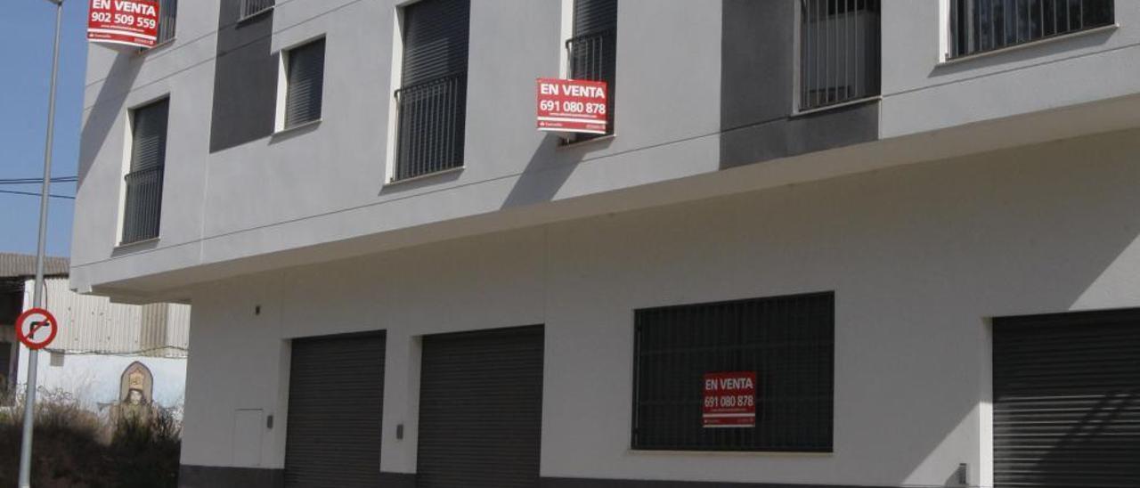 Un leve repunte no impide que  el mercado inmobiliario siga en mínimos históricos en la Ribera