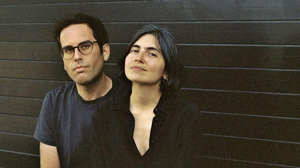 Samuel M. Delgado y Helena Girón son los directores de 'Ellos transportan la muerte'.