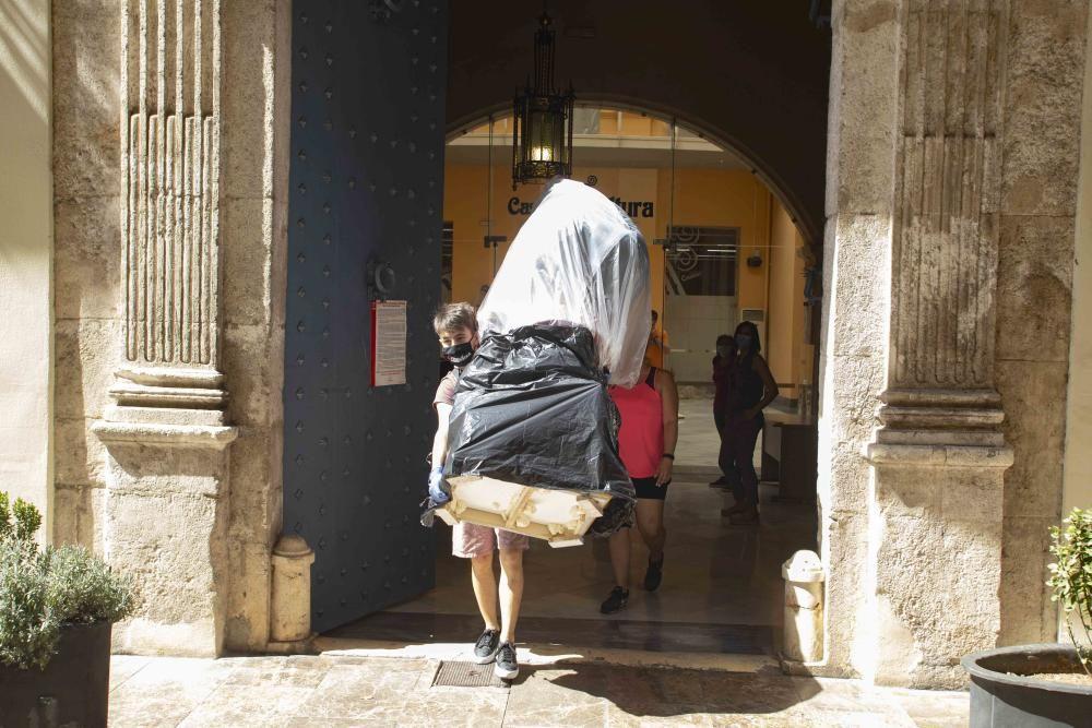 "Los ""ninots"" salen de la Casa de la Cultura de Xàtiva"