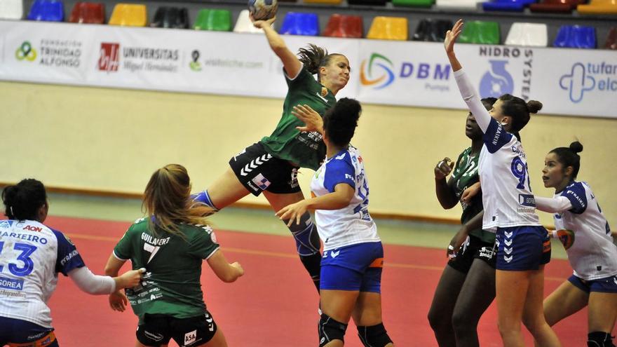 El equipo femenino del Club Balonmano Elche aplaza su partido en Tenerife