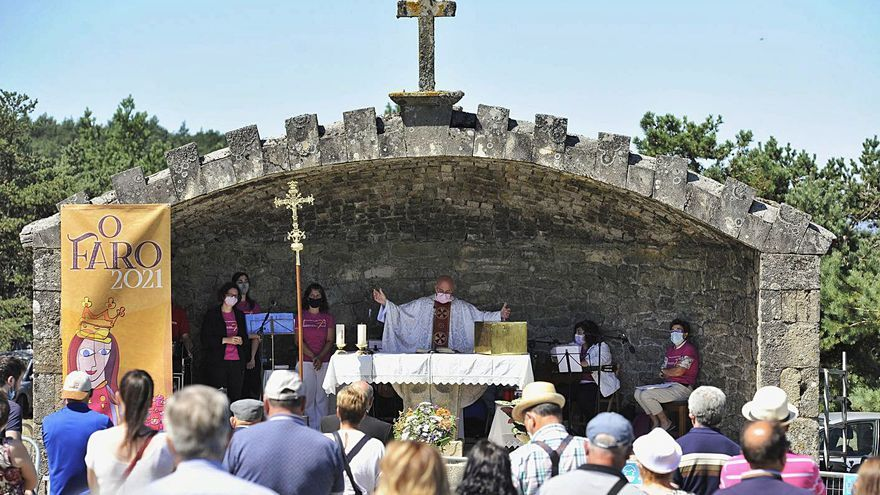 La virgen del Faro recibe a sus fieles