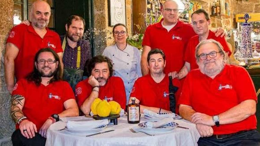 Siete años de la peña gastronómica que rinde homenaje a 'A Esmorga'