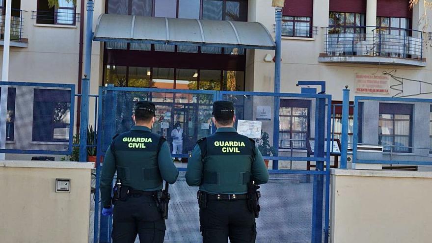 Una decena de guardias civiles recibió  dosis sobrantes ante la falta de protocolo