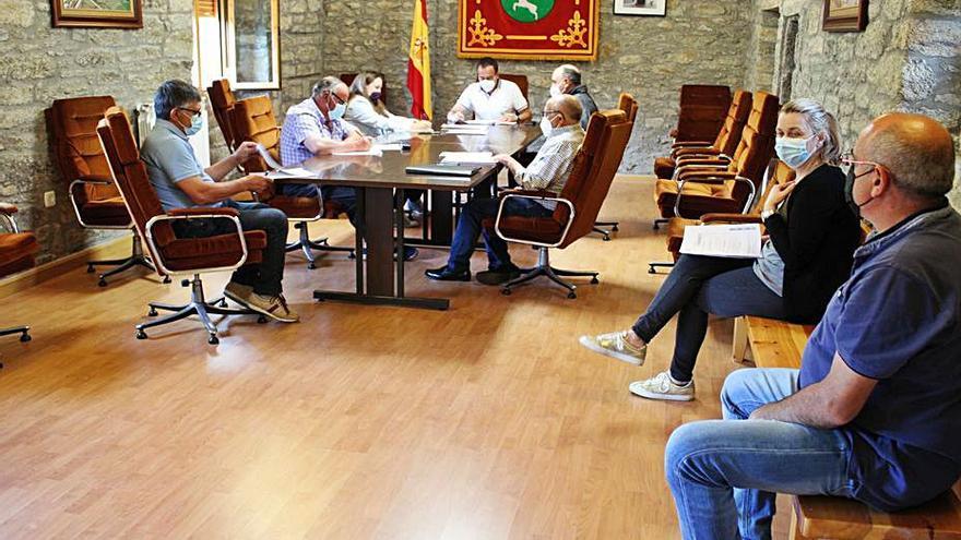 El pleno de Villardeciervos reclama servicio de cajero automático