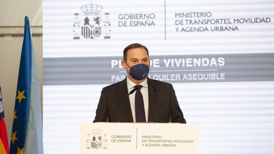 """Ábalos respalda en Ibiza la expropiación de viviendas de grandes propietarios por ser """"claramente legal"""""""