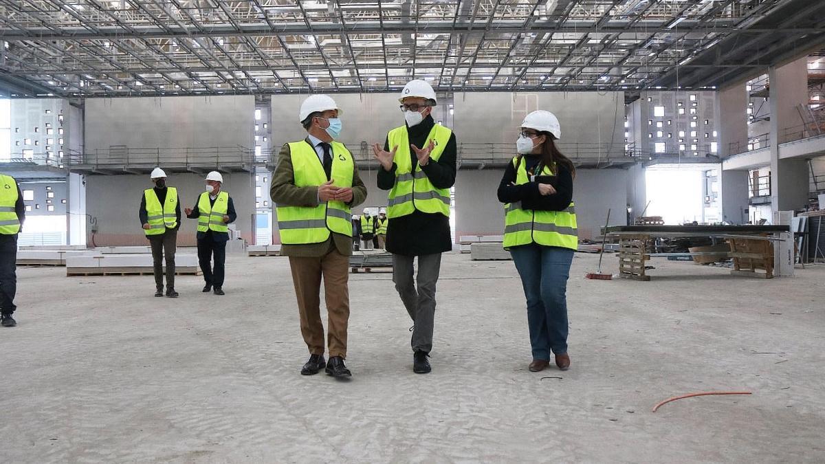 Salvador Fuentes visita el Centro de Convenciones para conocer la marcha de las obras