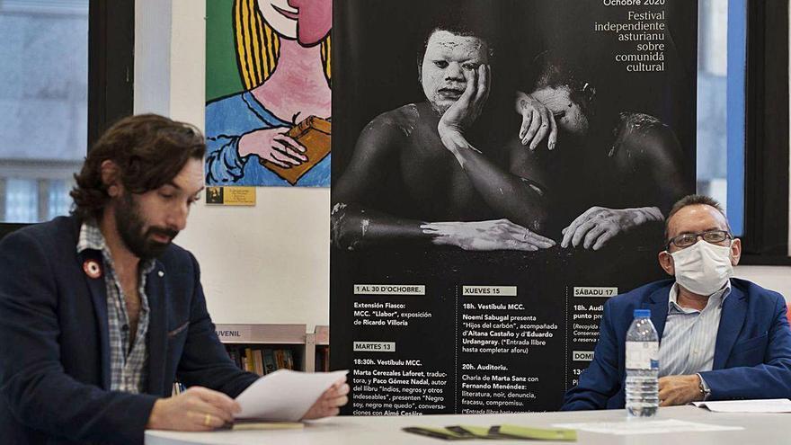 Justo Braga presentó en Mieres su último poemario