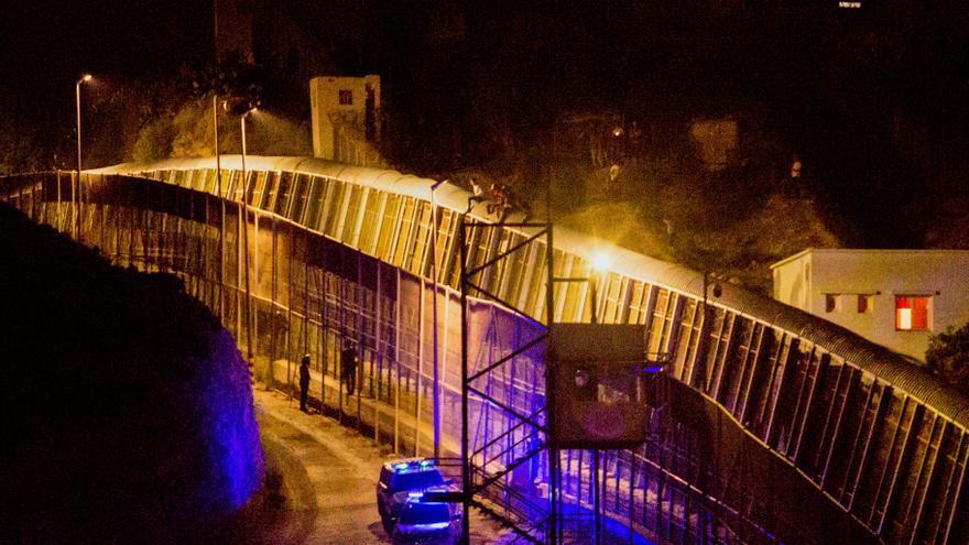 Frustran la entrada a Melilla de 70 marroquíes en la sexta noche de presión