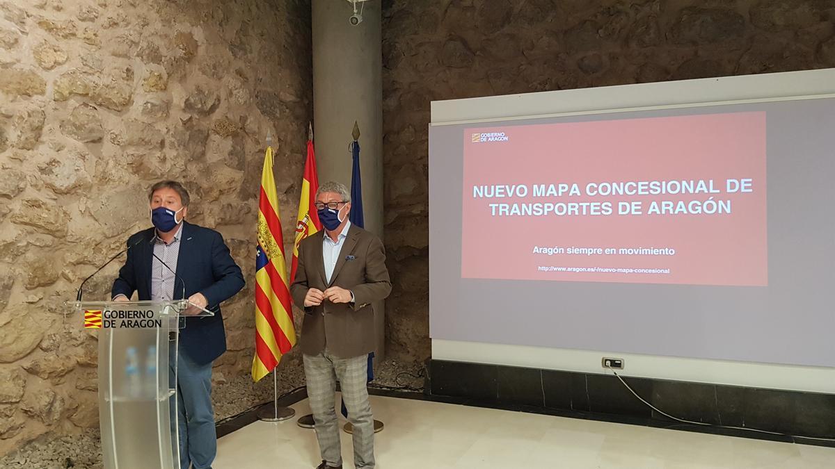 El consejero de Vertebración del Territorio del Gobierno de Aragón, José Luis Soro, y el director general de Carreteras, Gregorio Briz.