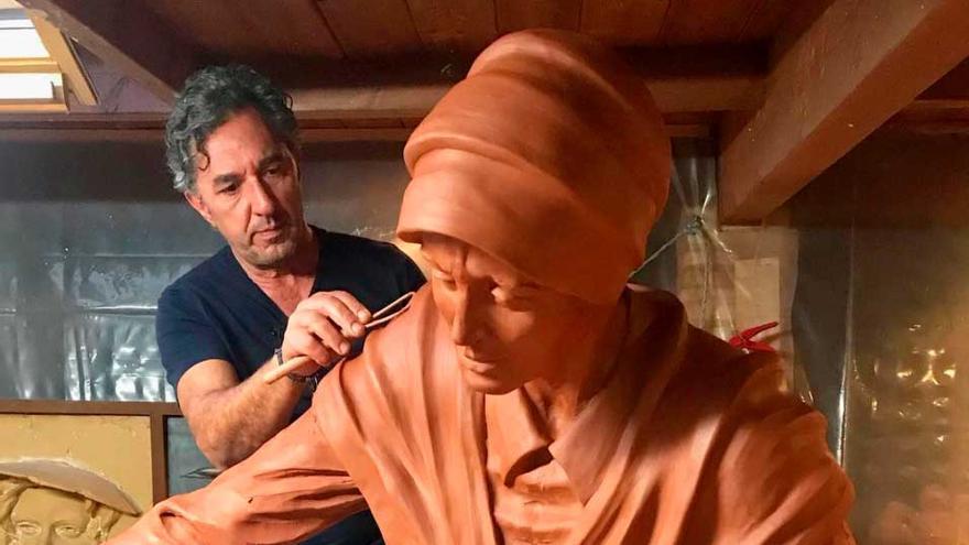 """""""Sempre benéfica"""",el parto de una escultura acelerada por la pandemia"""