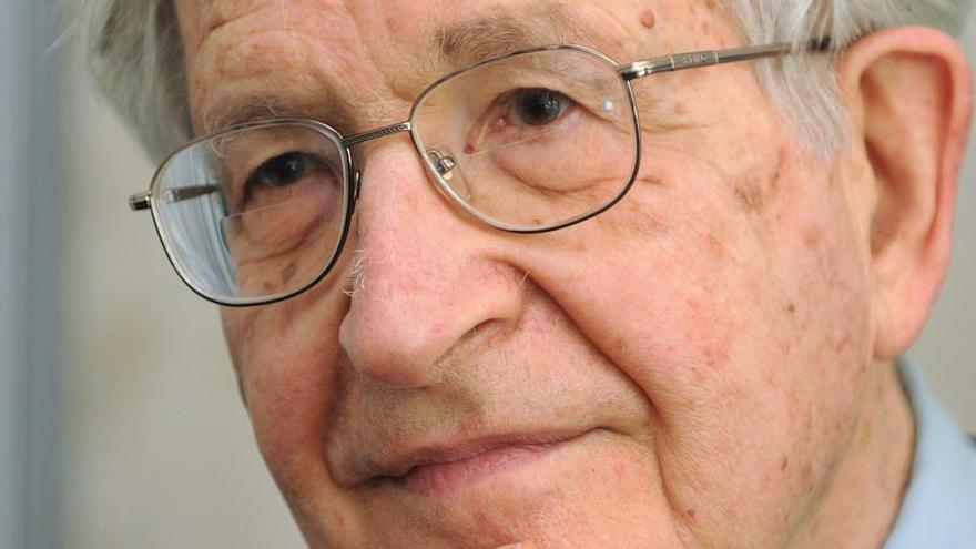 Una imagen de archivo del lingüista, ensayista y filósofo estadounidense Noam Chomsky.