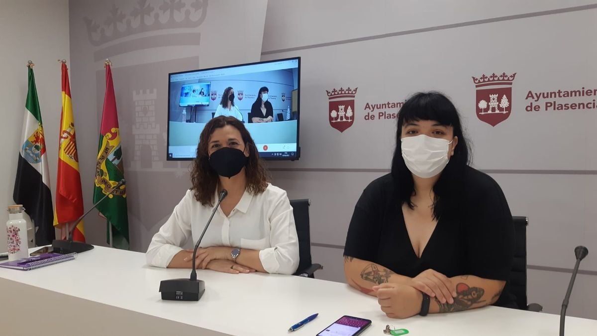 Las concejalas Mavi Mata (izquierda) y Elena Mejías.