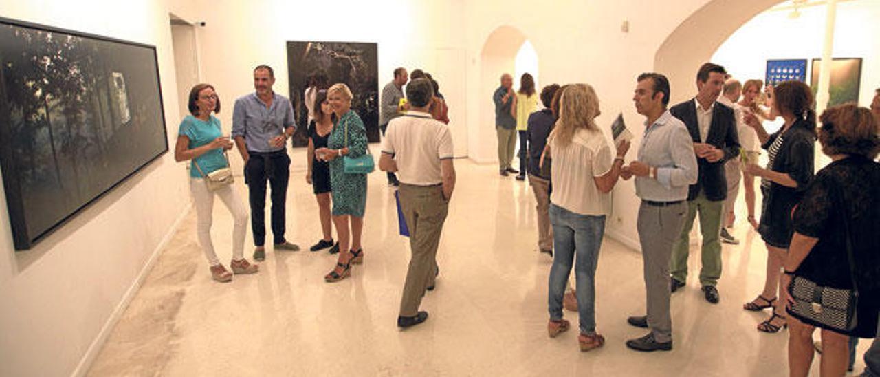 EL Centre Cultural Pelaires congregó a muchos visitantes con una exposición de Carlos Irijalba.