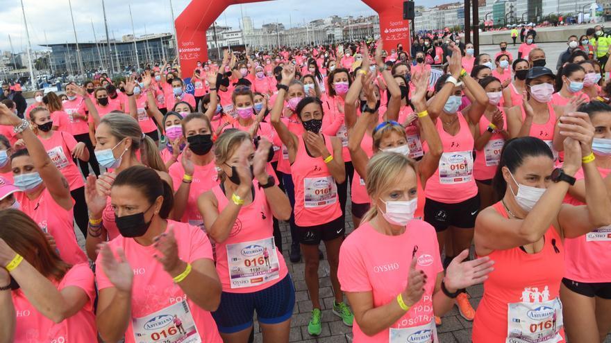 Más de 2.000 corredoras tiñen de rosa A Coruña