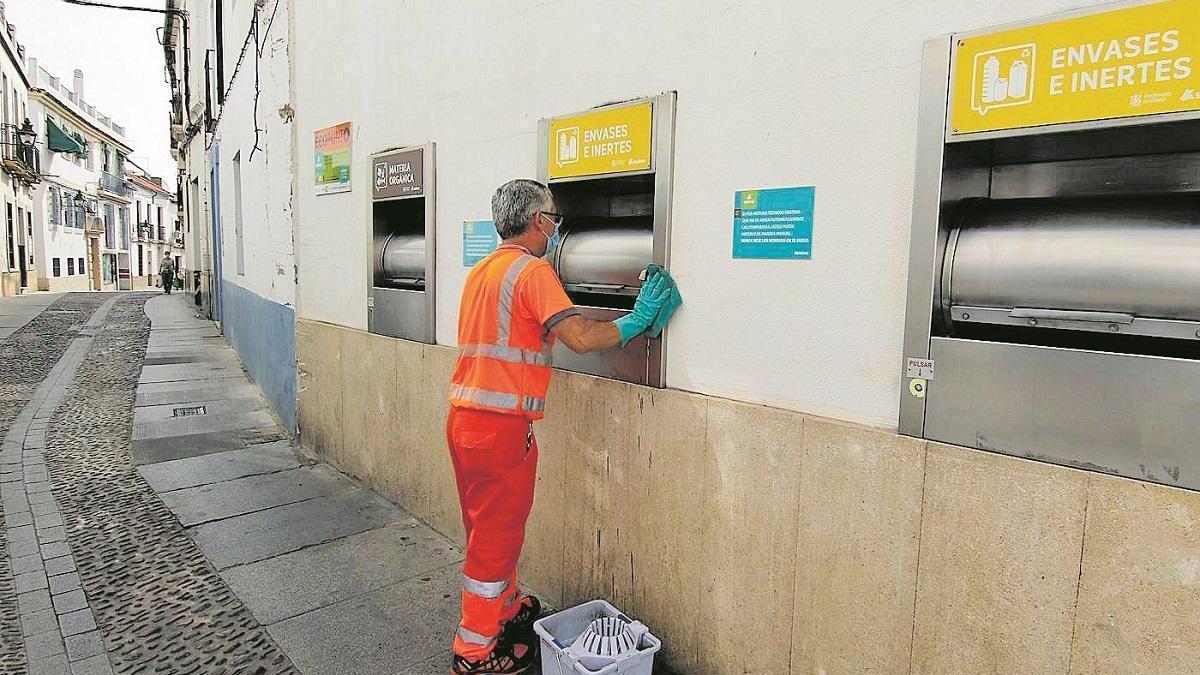 El Ayuntamiento pide que se vacune del covid a los trabajadores de limpieza municipales