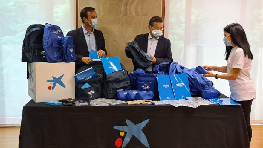 CaixaBank facilita equipos de material escolar a más de 6.000 menores canarios vulnerables