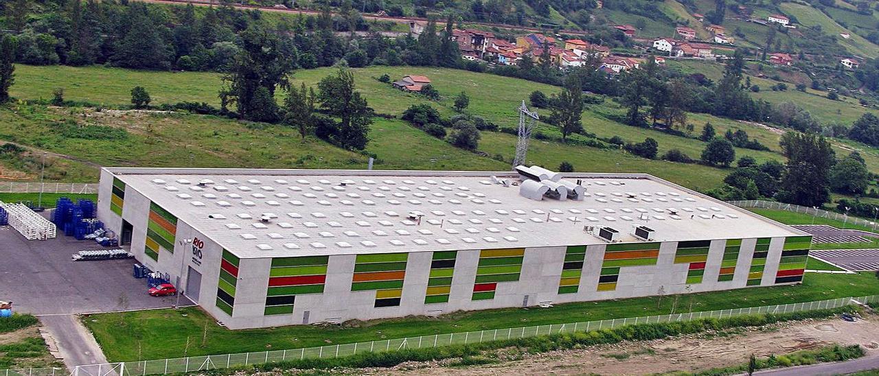 La factoría de Rioglass Solar I, en el polígono de Villallana, en Lena. | LNE