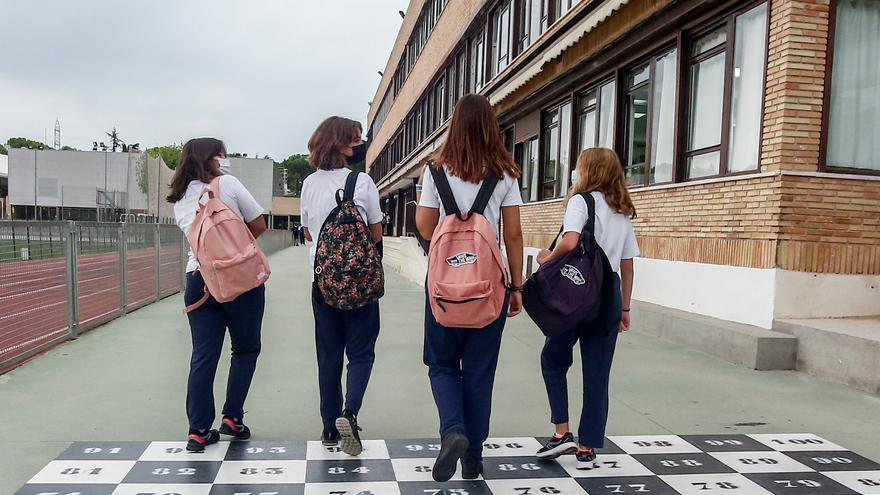 Los alumnos mayores de 12 años cercanos a un positivo no guardarán cuarentena si tienen la pauta completa