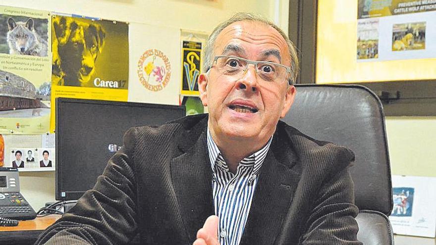 Vicente González Eguren explica la gestión del lobo.