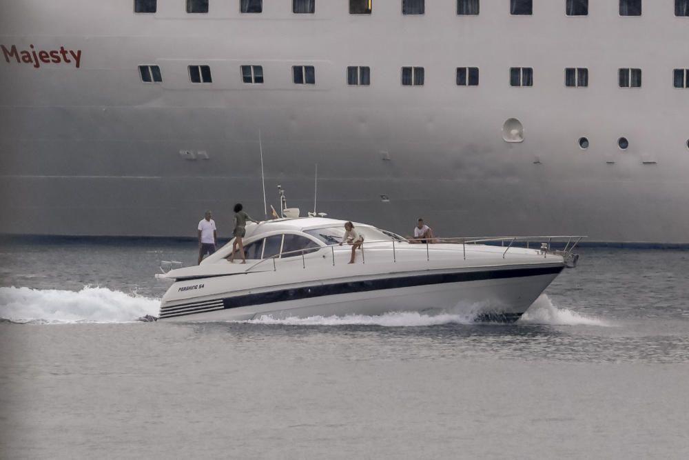 """Die Königsfamilie und ihre Yacht """"Somni"""""""