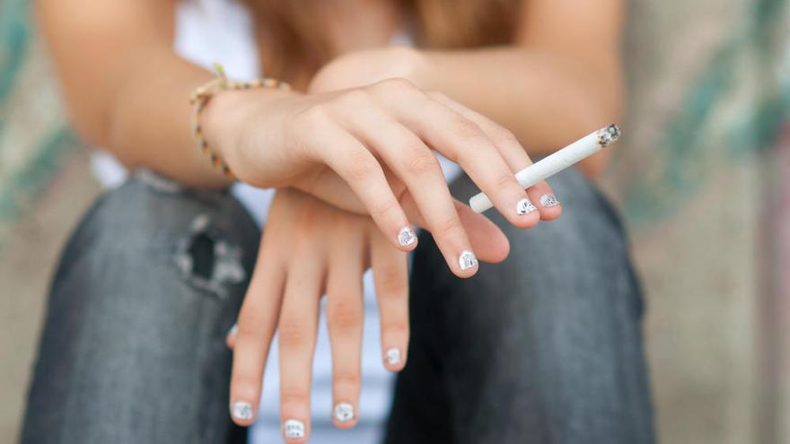 La soledad hace que sea más difícil dejar de fumar