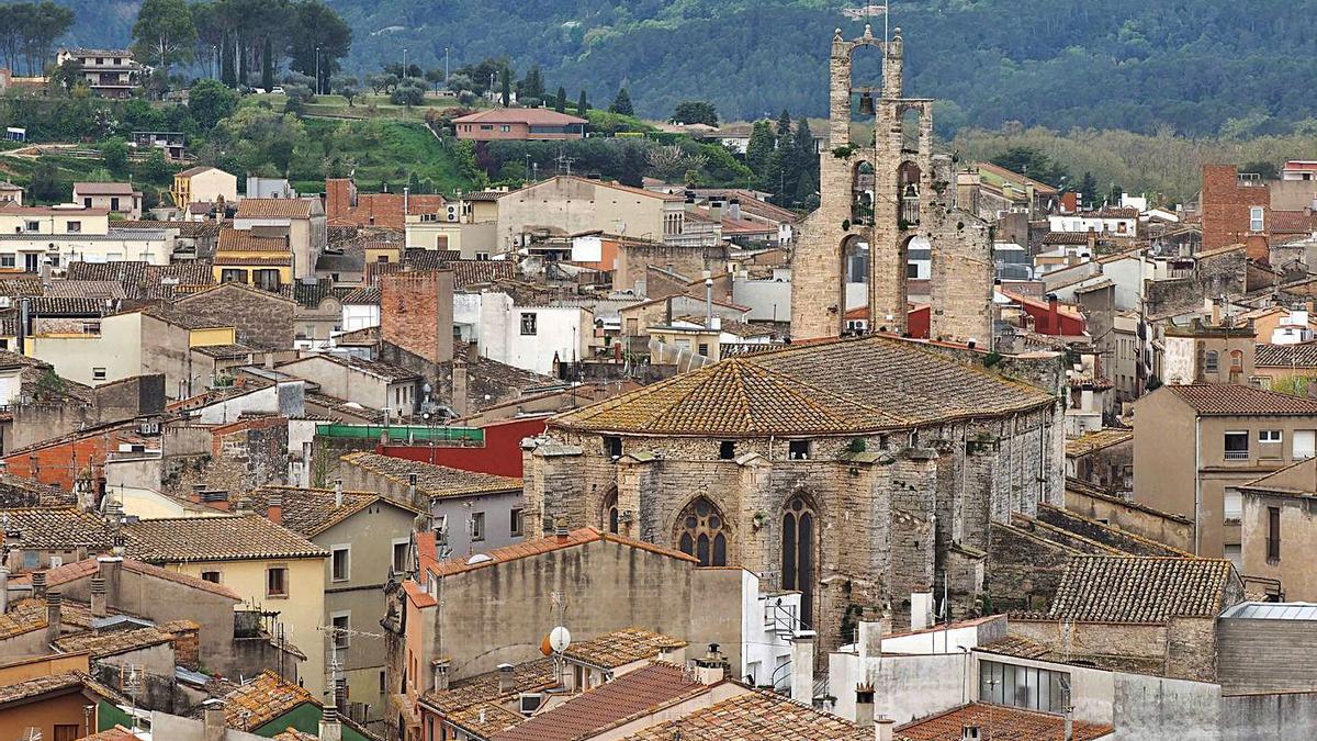 Campanar de l'església de Santa Maria dels Turers, a Banyoles. | PERE DURAN / NORD MEDIA