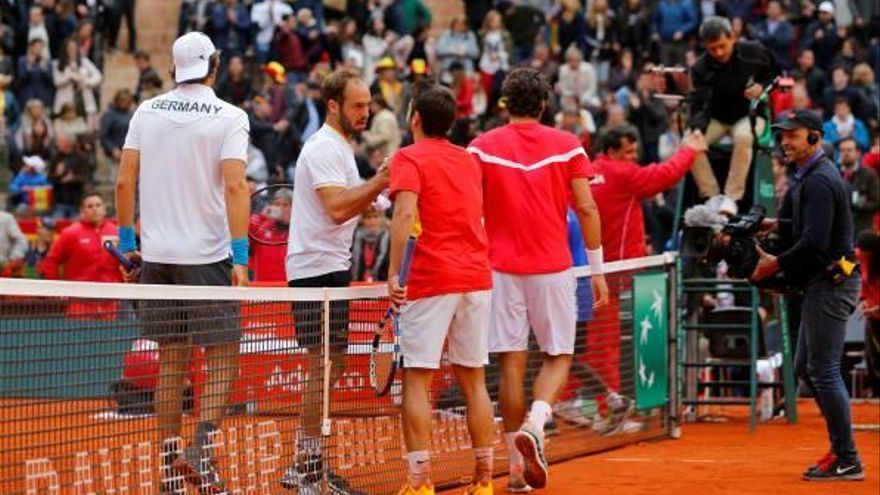 Espanya falla als dobles i s'ho jugarà tot a l'última jornada