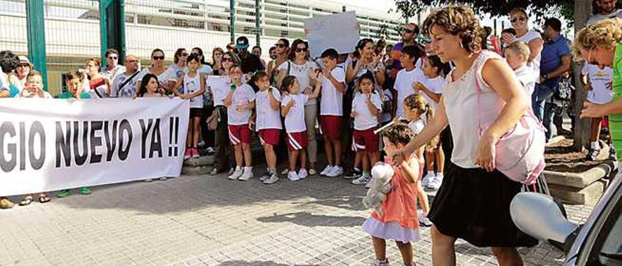 Protesta de padres y alumnos en septiembre para pedir su apertura.