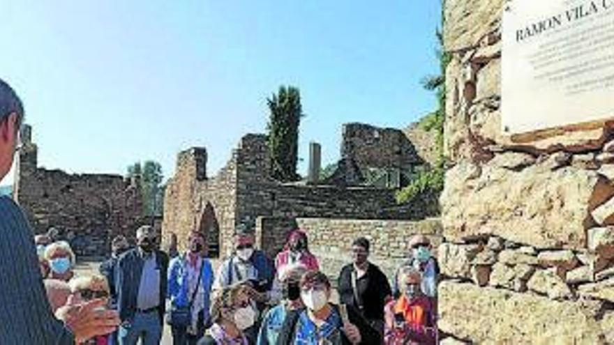 Castellnou de Bages rep la visita d'una trentena de veïns de Fonollosa en una jornada cultural